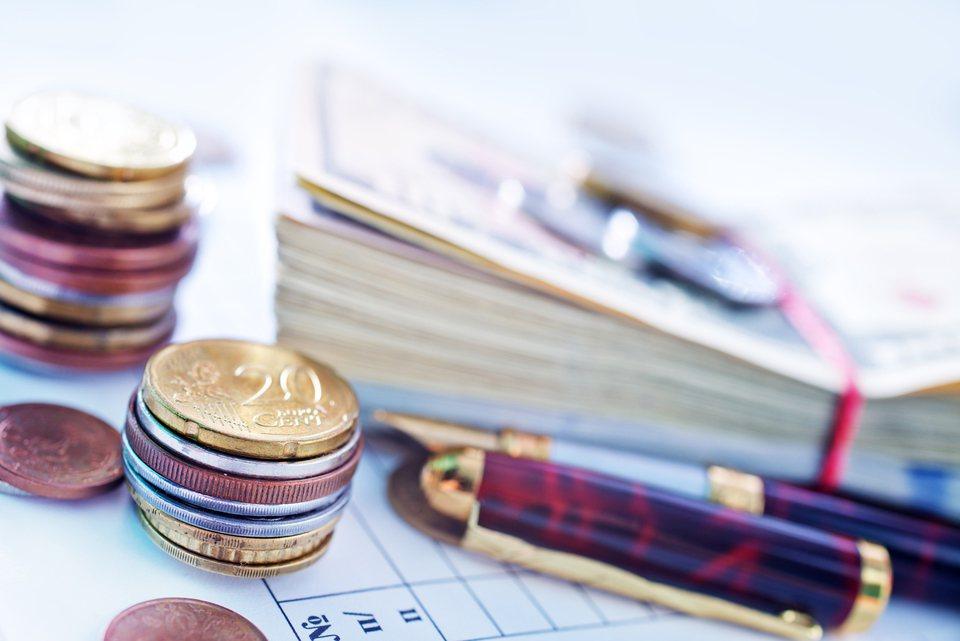 用月配息基金繳交定期保費,潛在風險之一就是「配息有可能吃到本金」。 示意圖/In...