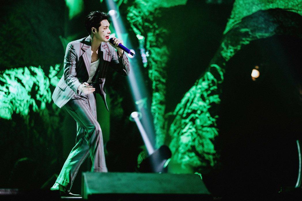 張藝興在「我是唱作人2」演唱新歌「Joker」。圖/張藝興工作室提供