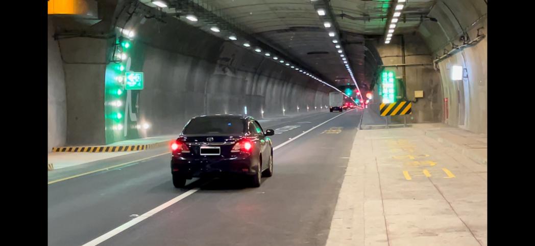 蘇花改部分路段路肩將在春節假期首度開放大客車先行,若其他車輛違規行駛,將面臨90...