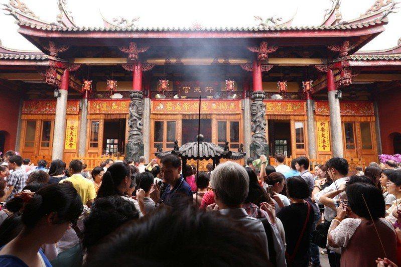 春節期間各重要廟宇,如行天宮將湧入眾多信徒,周邊道路車潮也會變多。聯合報系資料照