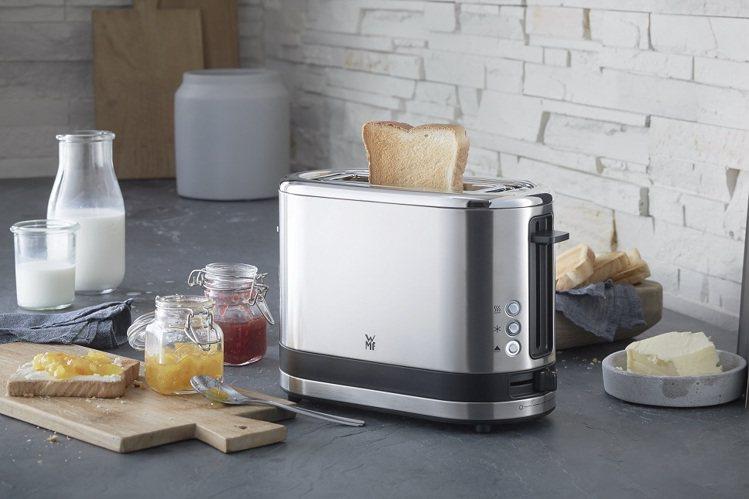 烤麵包機為不鏽鋼美型機身,具加寬單片內槽及內置烘烤架,不論是厚片、薄片、小圓麵包...