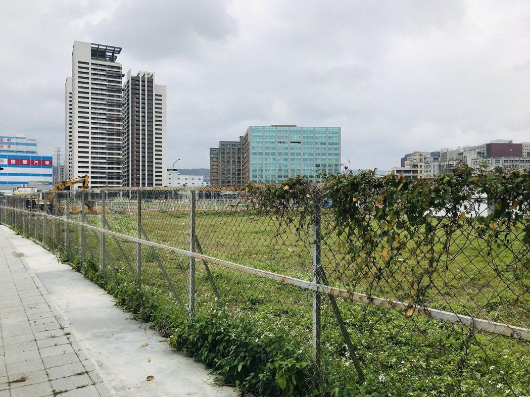 新北市中和區好市多(COSTCO)旁占地1.6萬坪的大洋塑膠舊廠區現況。圖/張志...