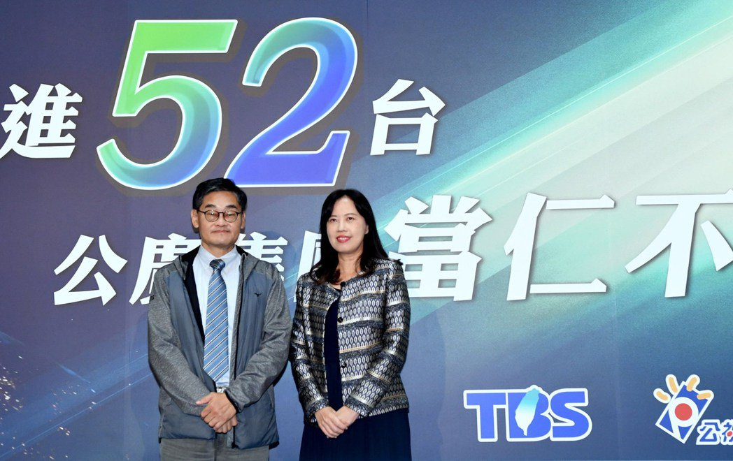 華視總經理莊豐嘉(左)和公視代總經理徐秋華。圖/華視提供