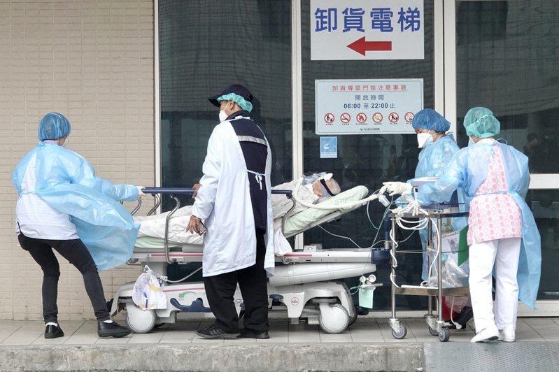 部桃醫院目前僅維持部分門診,急診不收急重症OHCA患者,嚴格執行「只出不進」原則,「清零計畫」。記者林俊良/攝影