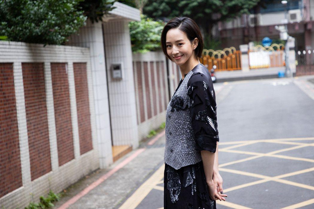 張鈞甯為角色剪髮。記者季相儒/攝影