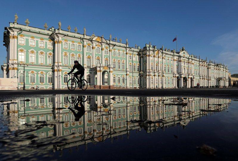 俄國聖彼得堡的隱士廬博物館正在展出俄國沙皇時代的著名珠寶法貝熱彩蛋。路透