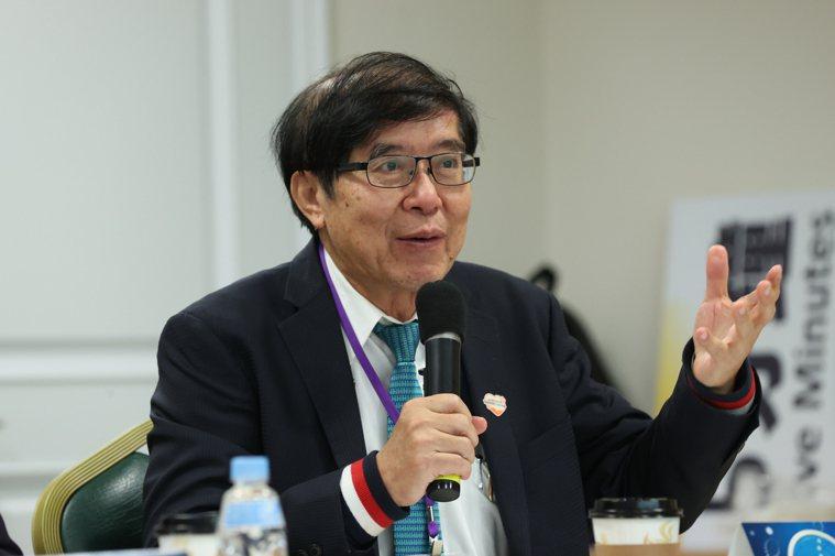 聯合報健康事業部舉辦全癌基因檢測專家會議,健保署長李伯璋有一名換腎的老病人,在使...