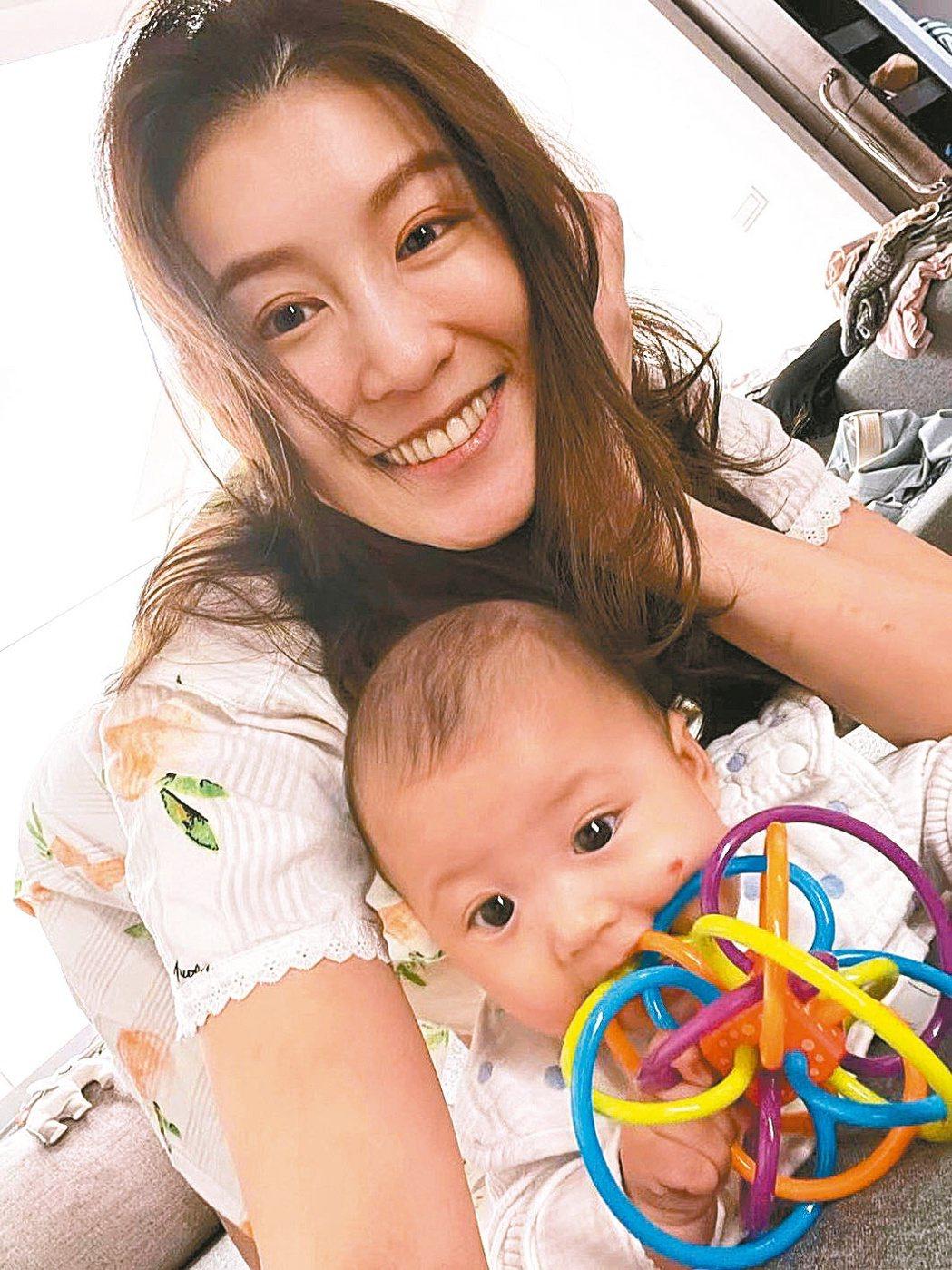 趙孟姿有女萬事足,當媽依然很有少女感。圖/摘自臉書