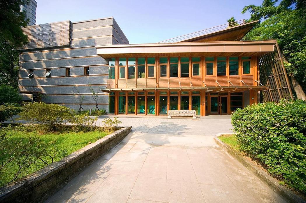 北投圖書館是台灣首座綠建築圖書館。 圖/台北市立圖書館北投分館粉絲專頁