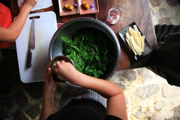 不老部落自給自足的生活也讓到訪者學習這裡的烹飪與飲食方式。 圖/不老部落
