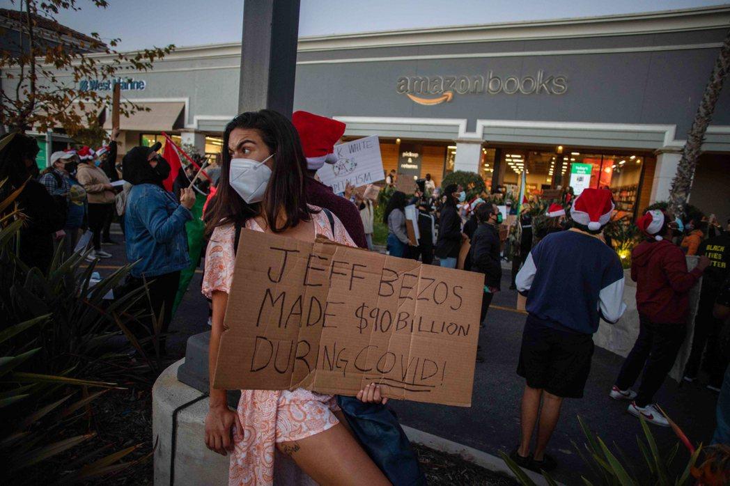 集電商、物流、網路服務於一體的Amazon集團因疫情而大發財,不僅全年獲利率暴增...