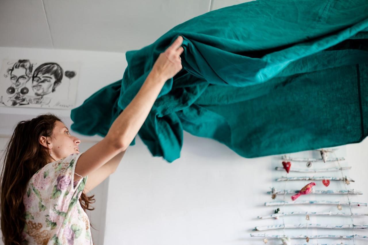 大掃除時床位不隨意更動,尤其是主臥房的床位。 圖/unsplash
