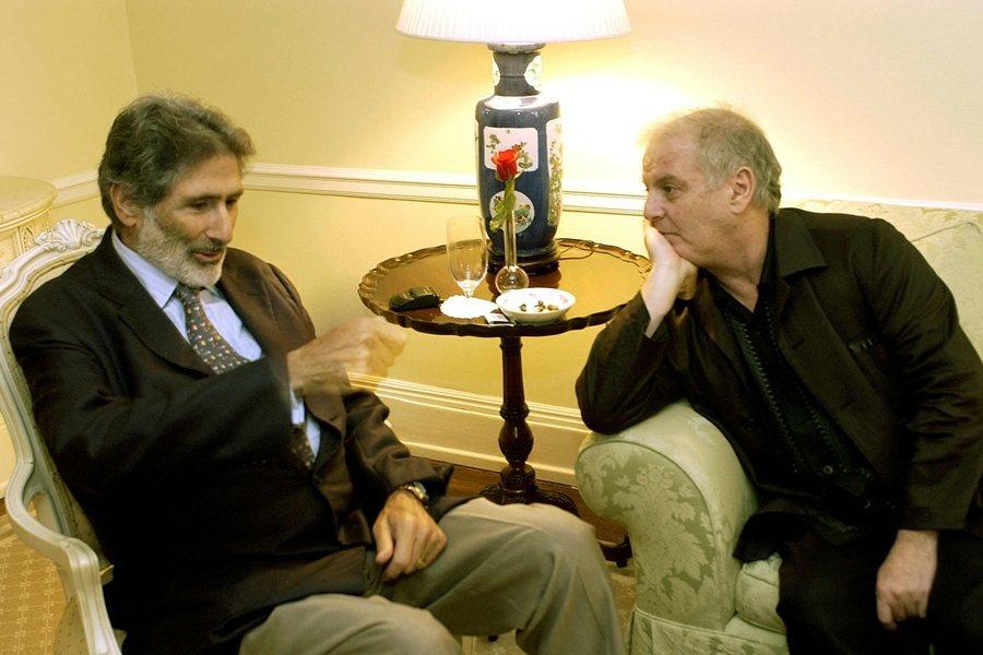 已故巴勒斯坦學者薩依德(左)與猶太裔音樂家巴倫波因(右),攝於2002年,紐約。 圖/美聯社