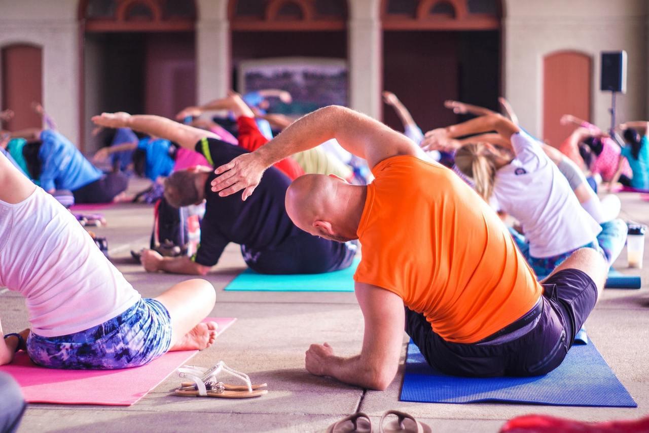 柔軟度運動可以幫助你身體更靈活,也可以消除肌肉、關節緊繃帶來的疲勞。如:伸展、太...