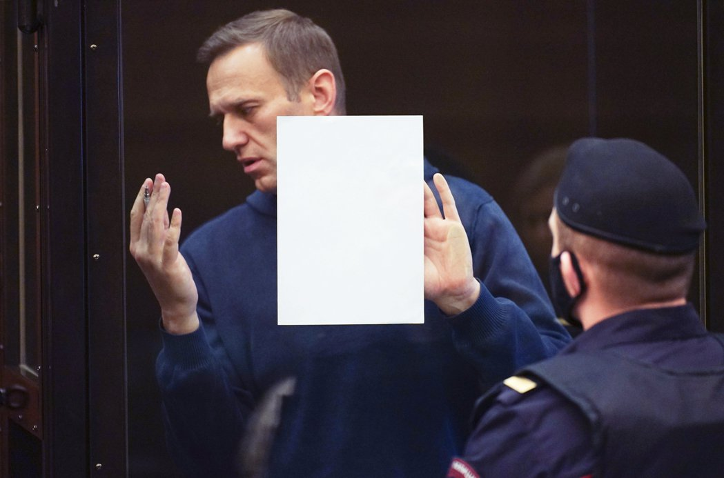 納瓦爾尼認為:最一開始的有罪判決,早已被ECHR給撤銷,俄國政府本該按照白紙黑字...