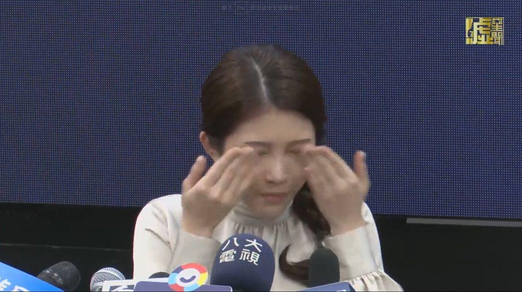 雞妹妹忍不住淚灑現場。圖/擷自噓直播