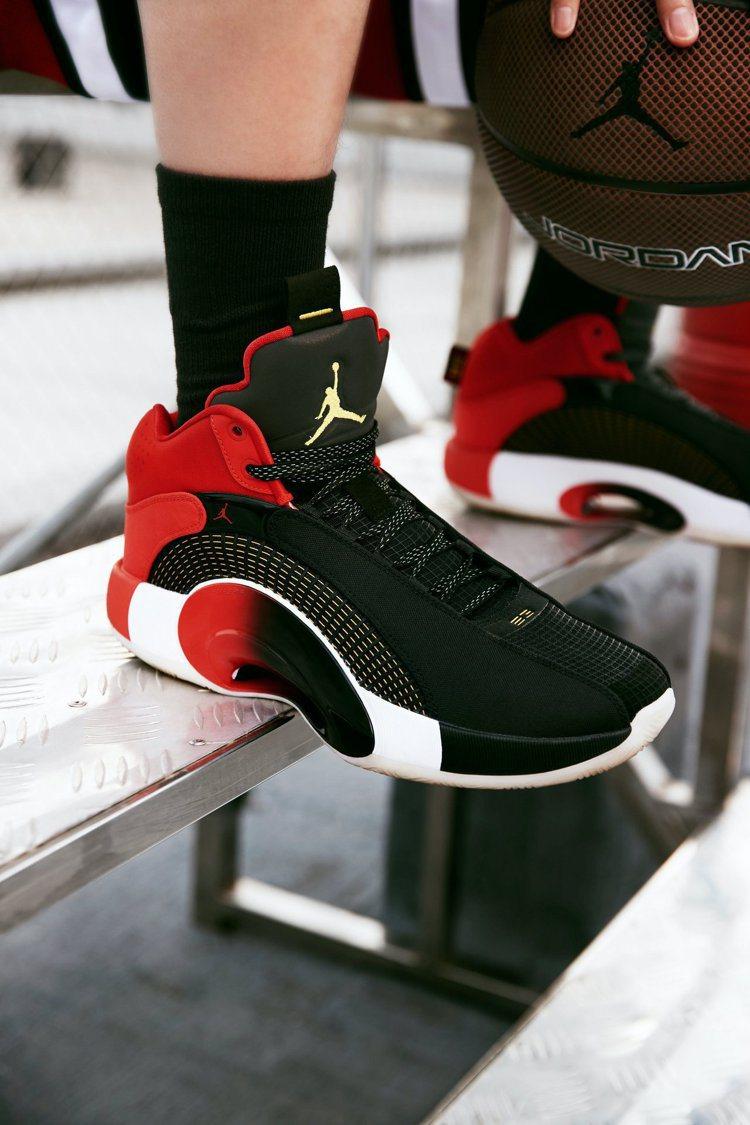 Jordan Brand Air Jordan XXXV CNY鞋以黑、紅為主色...