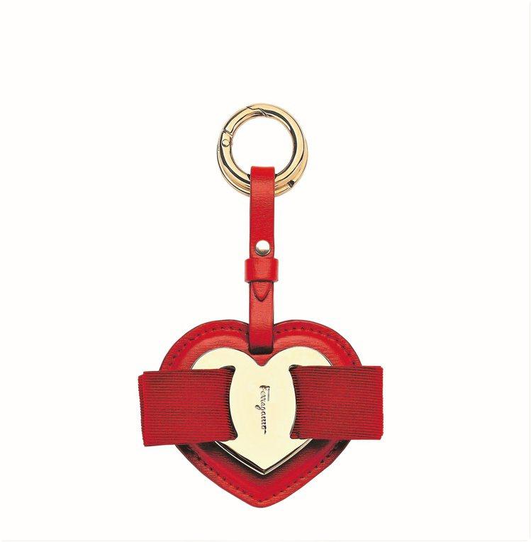 Vara紅色小牛皮愛心鑰匙圈,9,900元。圖/Salvatore Ferrag...