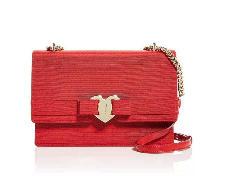 VARA紅色布面鍊帶包,55,900元。圖/Salvatore Ferragam...
