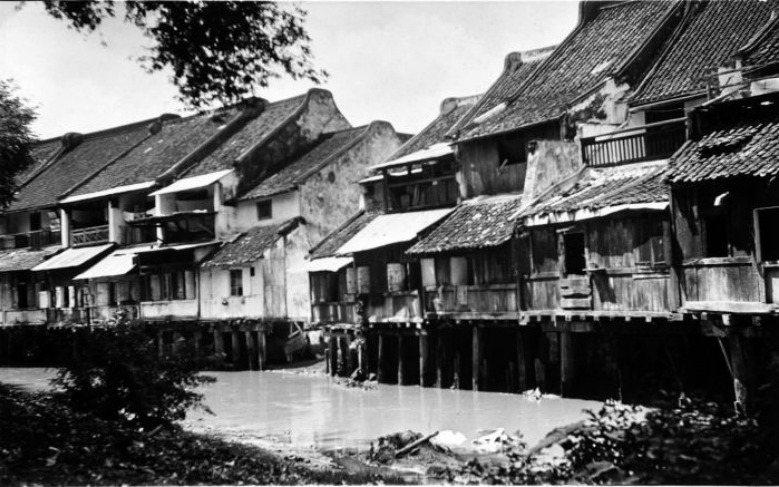 中爪哇省三寶瓏傍河而建造的建築,約1925年。 圖/Tropenmuseum, part of the National Museum of World Cultures