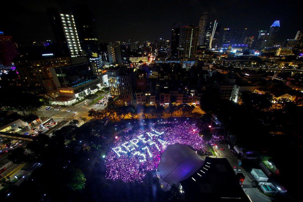 圖為2019年在新加坡芳林公園的Pink Dot 集會上,遊行者訴求政府撤銷第3...