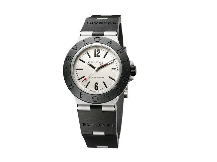 BVLGARI Aluminium系列自動上鍊鋁合金腕表,91,400元。圖/寶...