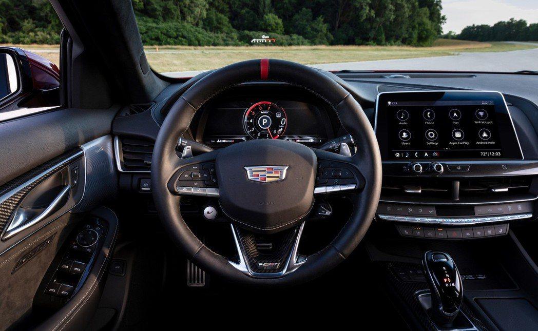V Blackwing的方向盤上也放上「V模式按鈕」。 圖/Cadillac提供