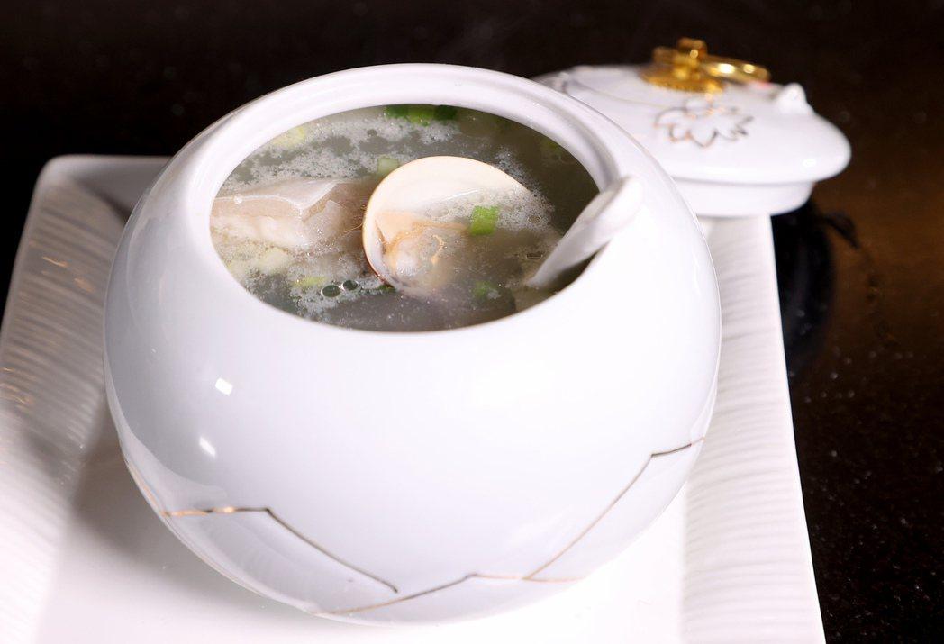 潘奕如「皇帝魚湯」。記者余承翰/攝影