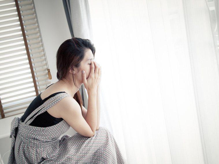 一名人妻在「Dcard」分享婚後生活,她表示住樓下的婆婆只要聽到樓上傳來聲響,便...