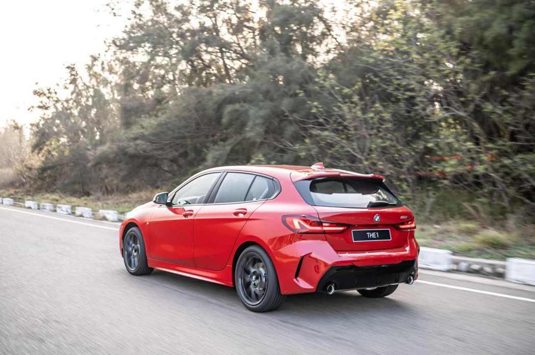全新BMW 1系列在巴伐利亞精準調教與50:50完美車身比例搭配之下,擁有同級無...