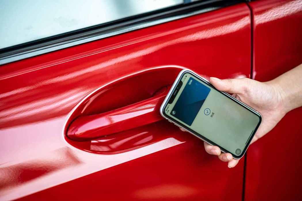 領先業界的iPhone手機數位鑰匙搭配智慧Comfort Access免鑰匙系統...