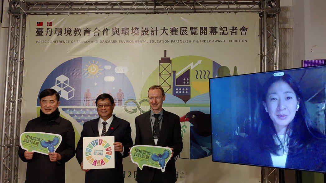 環保署長張子敬(左二)、丹麥商務辦事處長柏孟德(右二)、台灣設計研究院張基義(左...