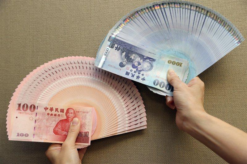 春節前換新鈔,全台454家金融機構可兌換。中央社