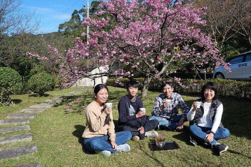 櫻花林裏合體, 一家人 笑得好開心