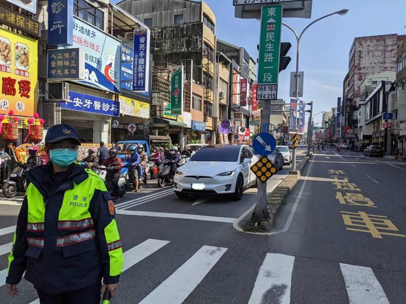 台南警方針對八大景點商圈祭出疏導管制行為,期許用路人都能平安返鄉過年、快樂出遊。記者邵心杰/翻攝