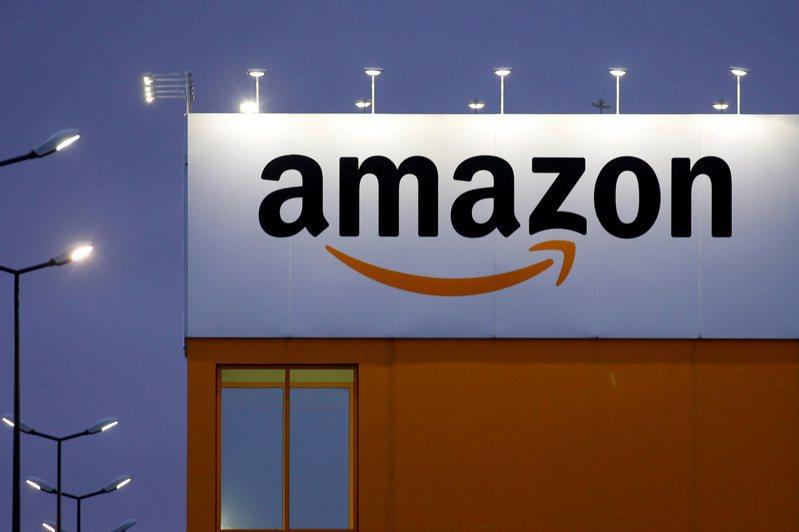 亞馬遜在印度打贏法律戰,擋下印度信實工業買未來零售的33億美元交易。路透