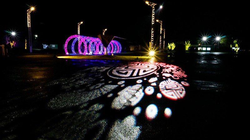中興文創園區點綴各種燈飾,配合農曆新年,園區燈飾改版散發「年味」。圖/宜蘭縣文化局提供