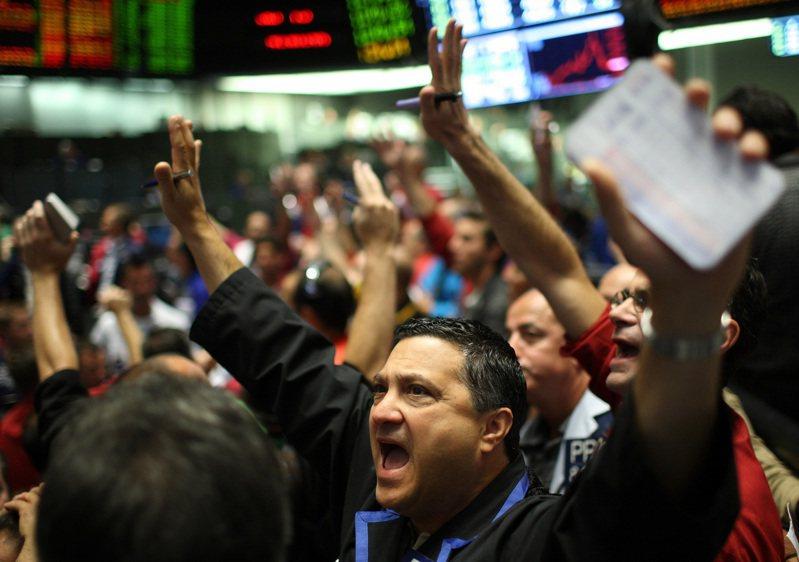 金融市場中的理性投資人通常有穩定市場的作用,當股價狂飆時,他們會站在另一邊跟狂熱者對做,直到股價回歸現實,財經術語稱為「修正」。路透
