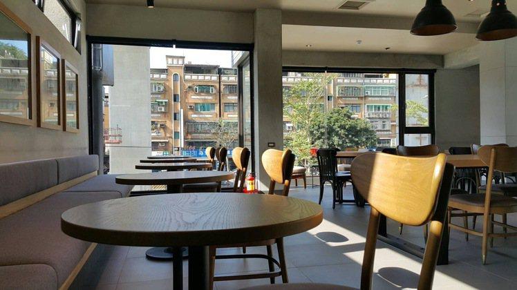 新莊思源門市為獨棟兩層樓。圖/星巴克提供