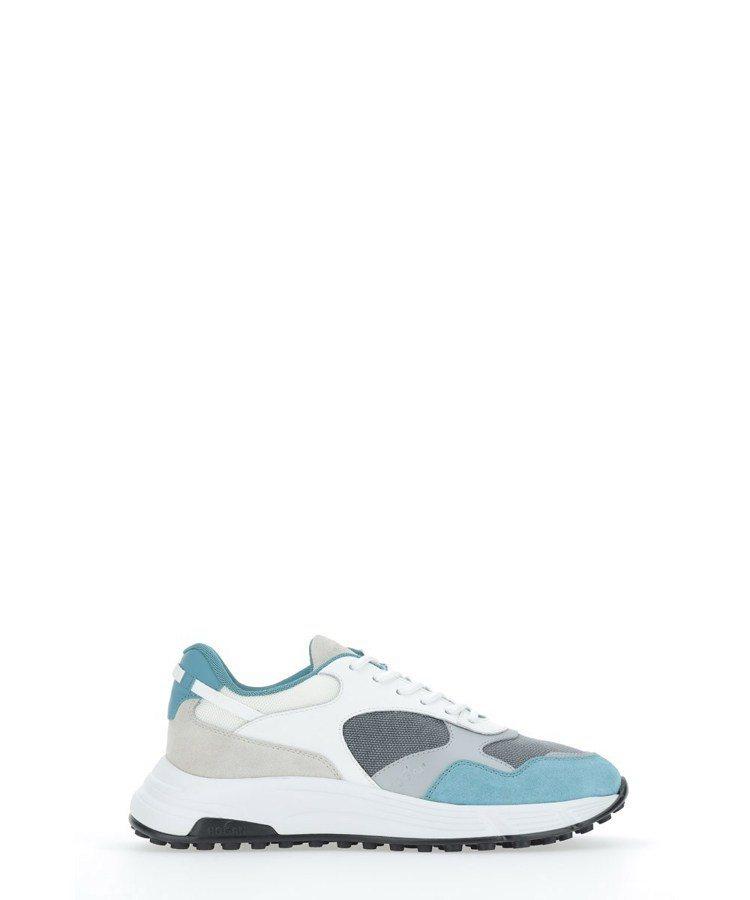 Hyperlight淺藍色拼接休閒鞋,18,900元。圖/迪生提供