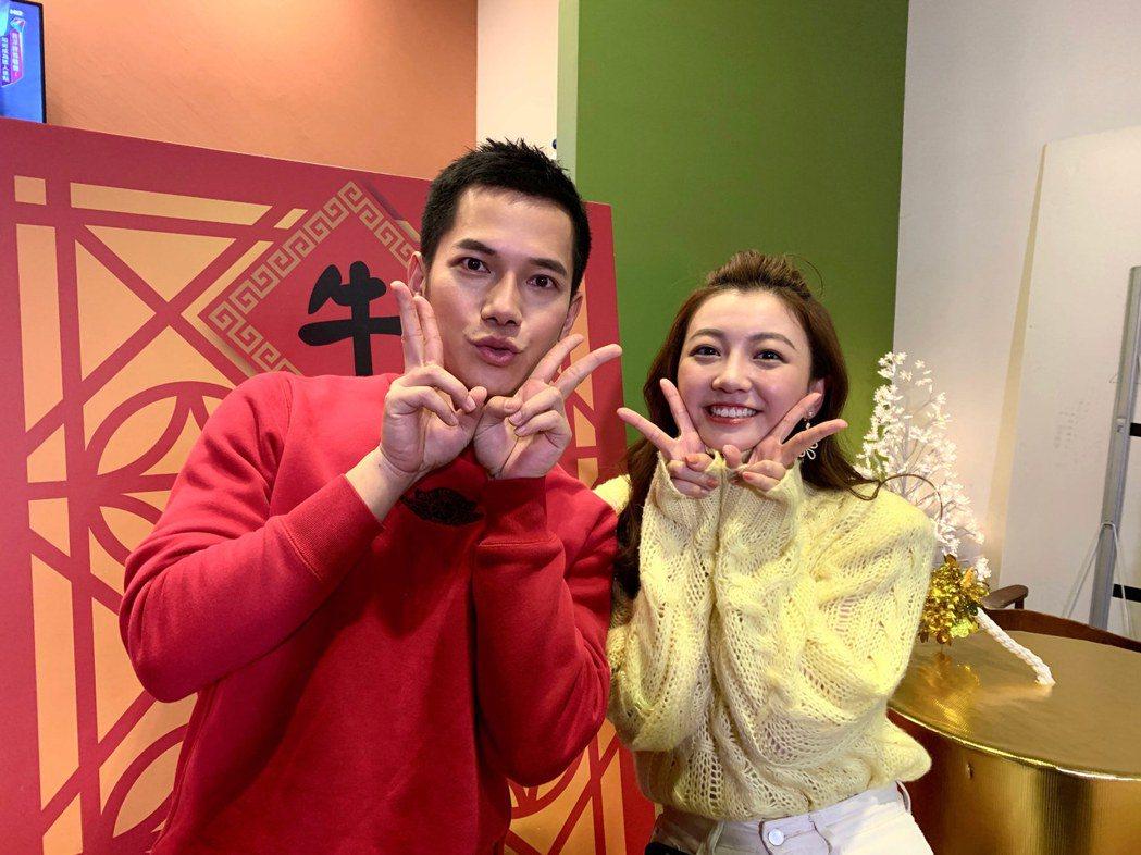 梁瀚名(左)以土味情話撩優妮。圖/TVBS提供