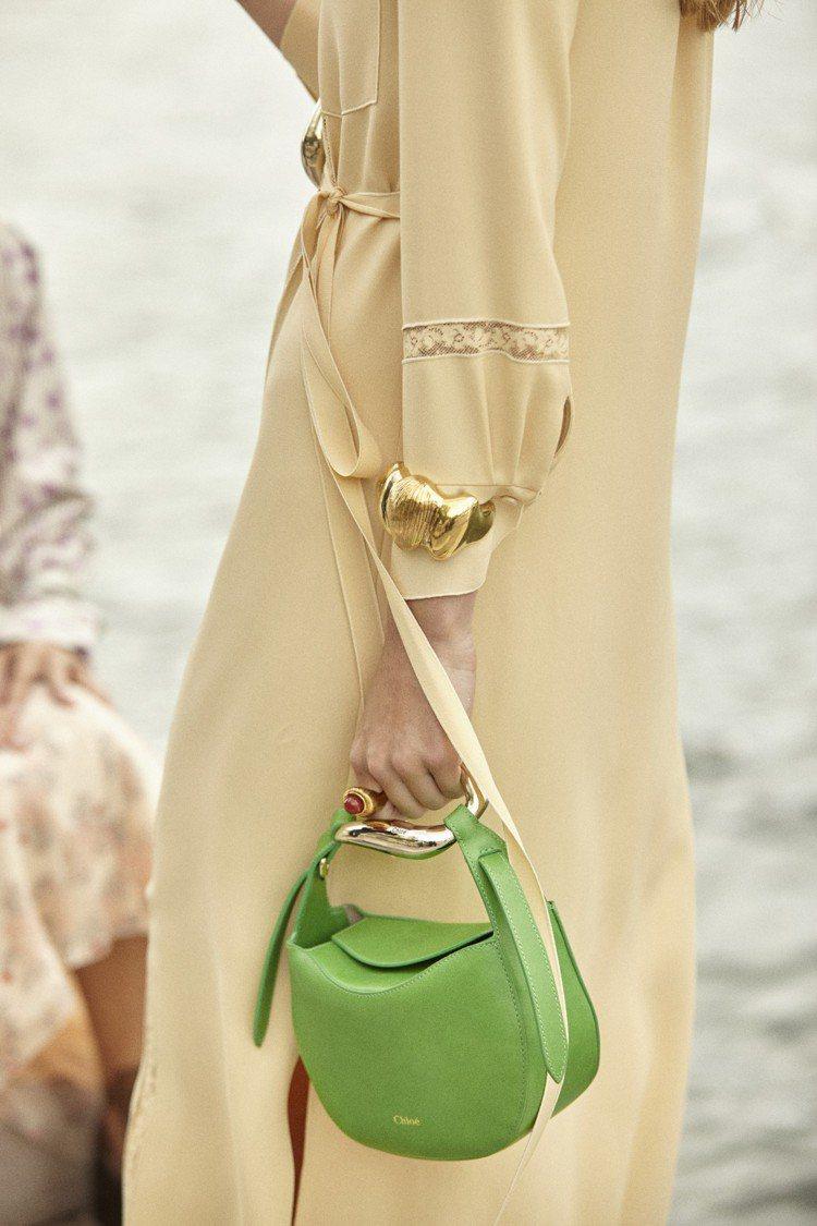 Chloé Kiss鮮綠色肩背提包,51,600元。圖/Chloé 提供