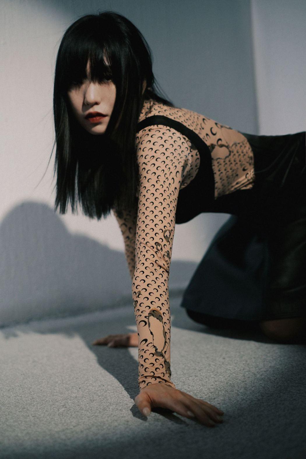 孫盛希在新專輯「出沒地帶」一改形象。圖/滾石唱片提供