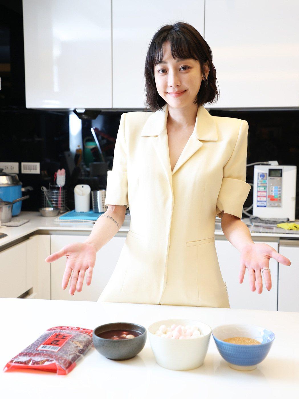 謝欣穎對自己的廚藝謙稱只能煮給自己吃。記者潘俊宏/攝影