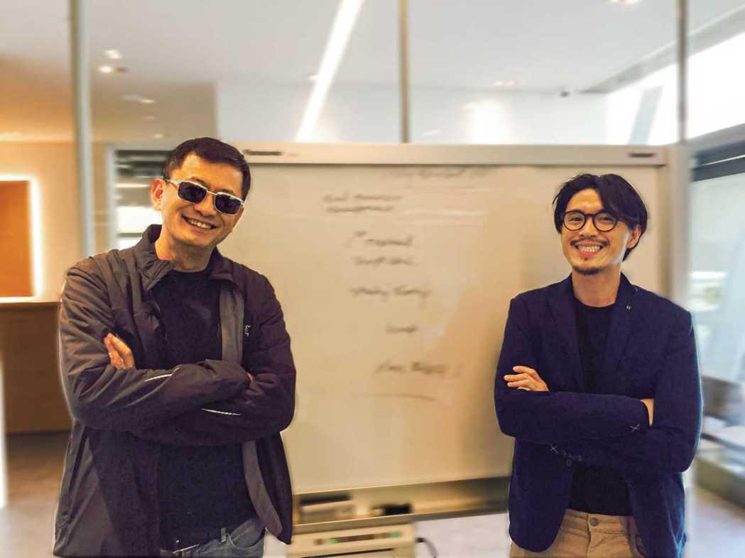 王家衛(左)監製,「模犯生」導演Nattawut Poonpiriya執導新片「...