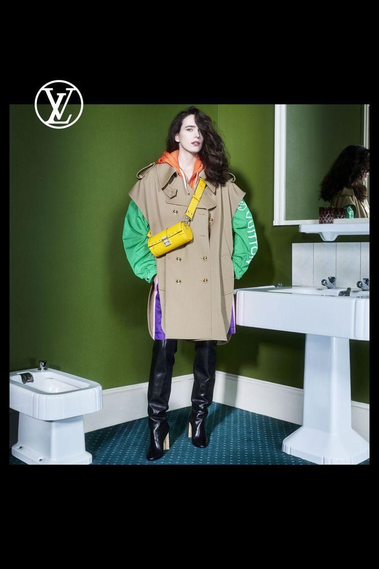 大衣、帽T的剪裁變化,表現Nicolas Ghesquiere熱愛的都會運動風。...