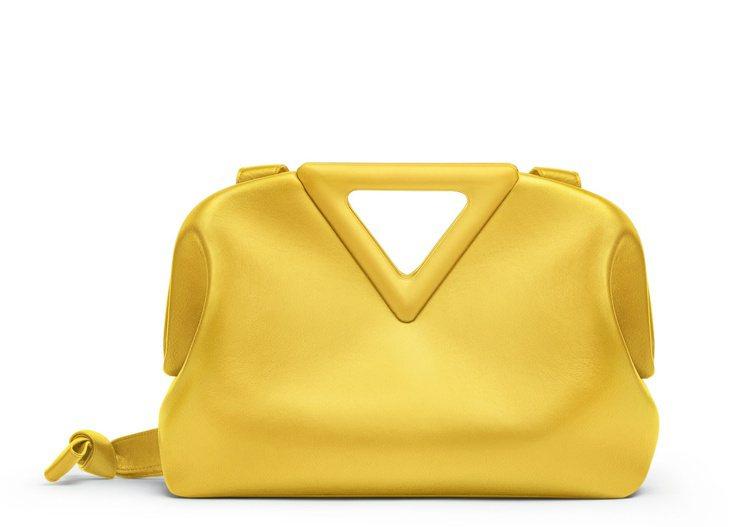BOTTEGA VENETA春季全新推出The Triangle手提包系列。圖/...