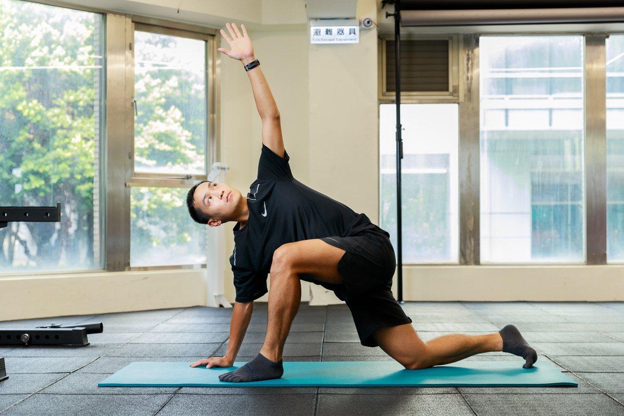 讓物理治療師教你放鬆胸腰筋膜,打通任督二脈,告別長久痠痛。