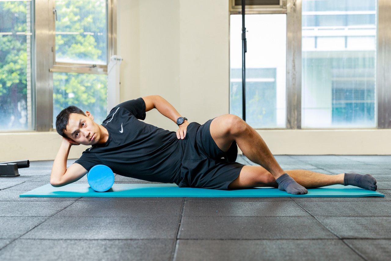 勞動造成的身體疲憊,可不能積少成多!橘助教整理3招針對肌肉和筋骨的伸展術,在家就...