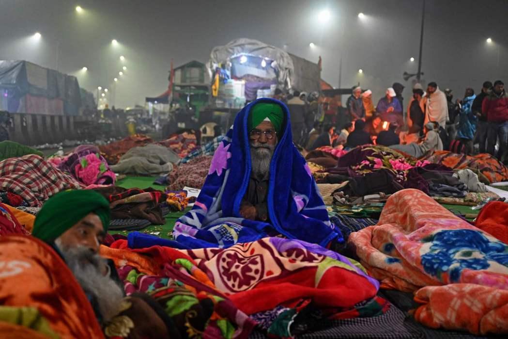 農民抗議自去年開始,不少農民因此就首都德里附近駐紮以「方便抗議」。  圖/法新社